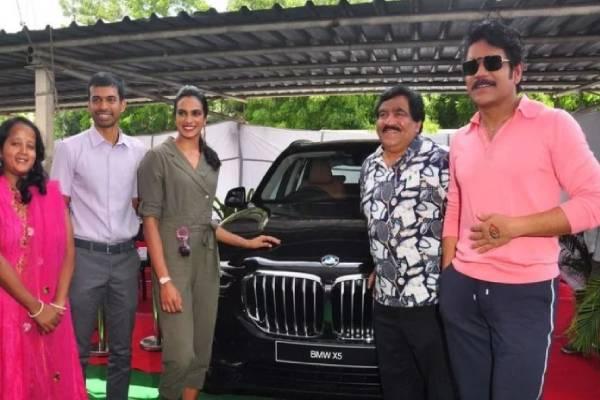 south-actor-nagarjuna-akkineni-gifts-bmw-x5-suv-to-pv-sindhu