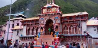 The shrines of Badrinath Dham were also closed after prayers