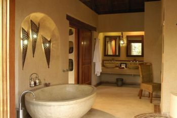 Simbambili Game Lodge Suite Bathroom