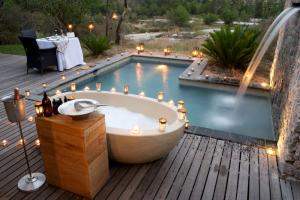 Londolozi Private Granite Suites Bath and Pool