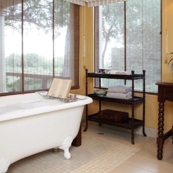 Rattray's on MalaMala Accommodation Luxury Bathroom