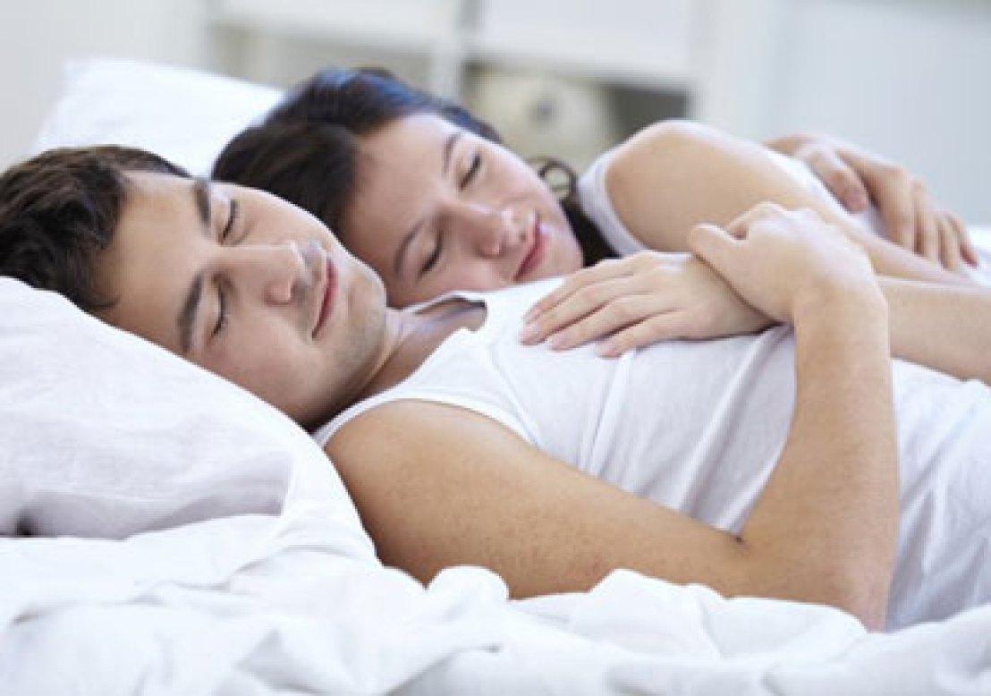 3-health-benefits-with-combile-sleeping-with-husband (3)