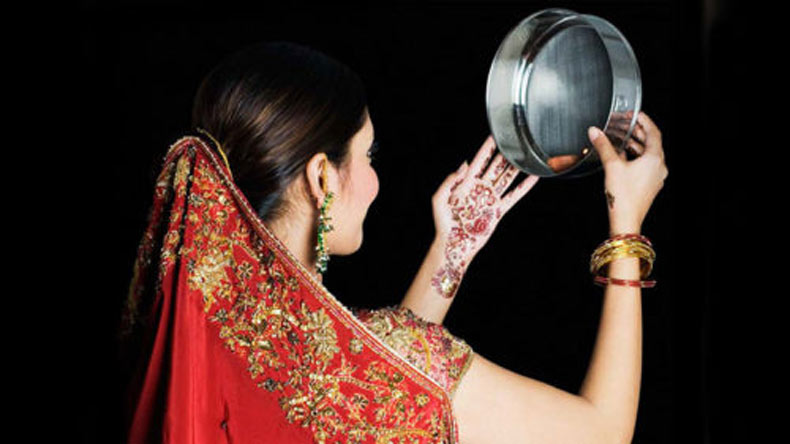 Karwa Chauth katha Special - Read the woman asking for a long life for her husband