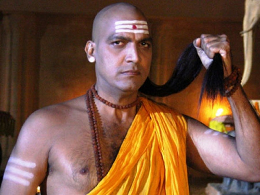 The wise person, according to Chanakya, does not tell anyone about this 5 things, so don't forget.