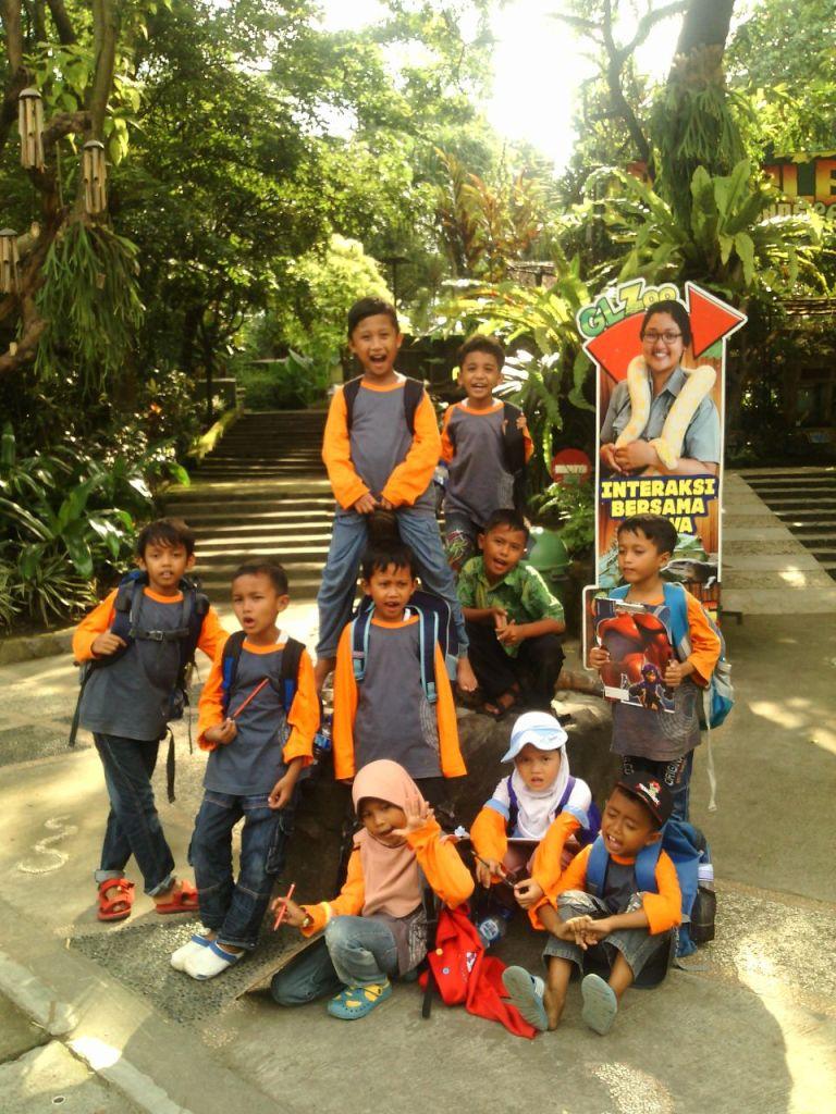 siswa-sekolah-alam-klaten-outing-class-di-gl-zoo1