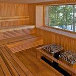 Sauna finlandais (sauna sec) avec vue panoramique sur le lac Sacacomie. Geos Spa de l'hôtel Sacacomie.