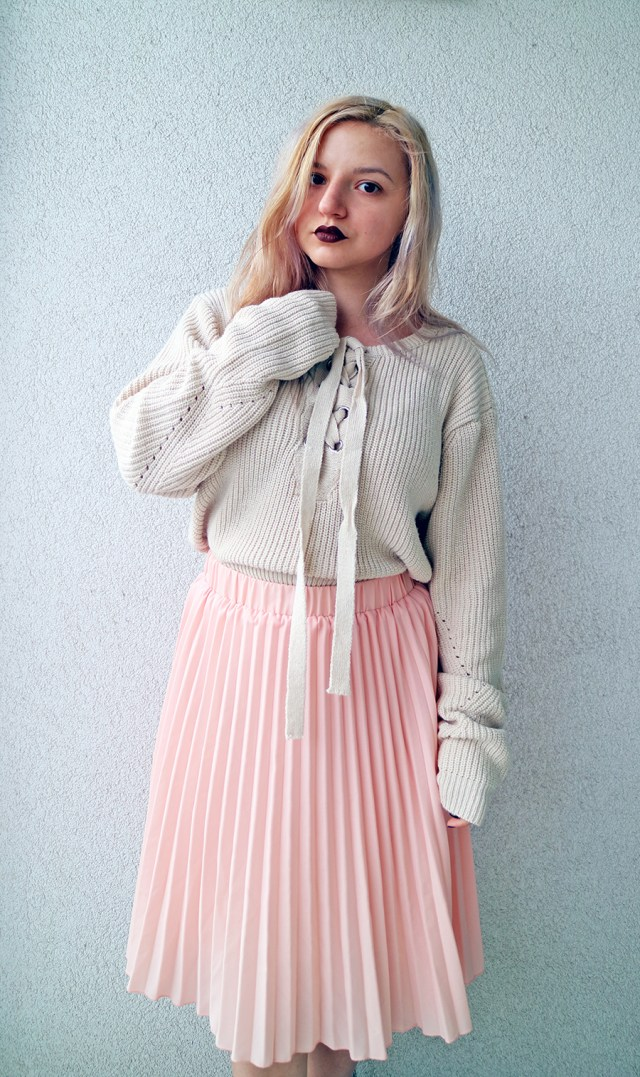 oversized laced up sweater with pleated skirt_1
