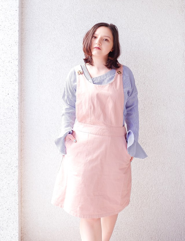 back to school outfit- apron pinafore pink - joanie clothing 1