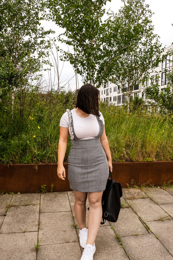 how to wear a casual pinafore