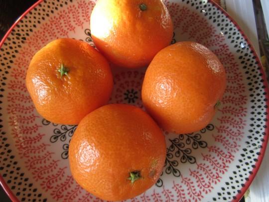 Weihnachtlich: unsere Clementinen! Seehen Sie zu, dass Sie welche ohne Kerne bekommen;-)