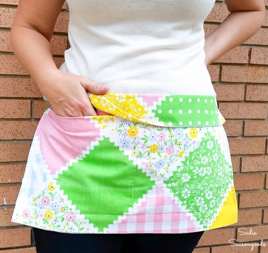 Waist apron by upcycling a vintage pillowcase and fabric belt