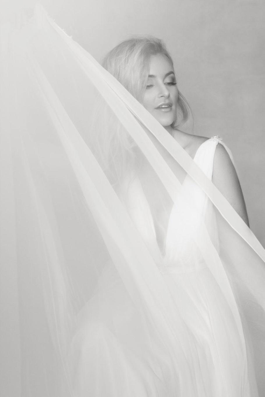 delikatna i zwiewna sesja w sukni ślubnej