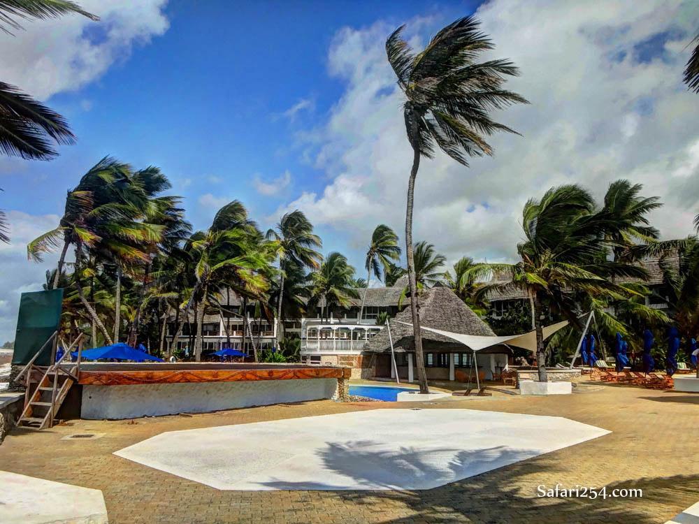 Watamu beach_pool at hemingways