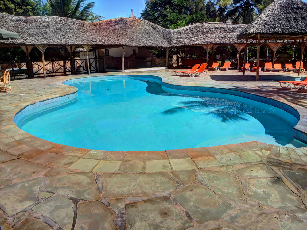 Temple Point Resort_pool2