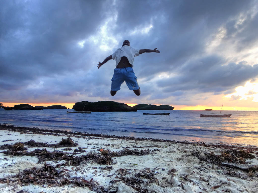 Watamu beach_jumpshot sammy2