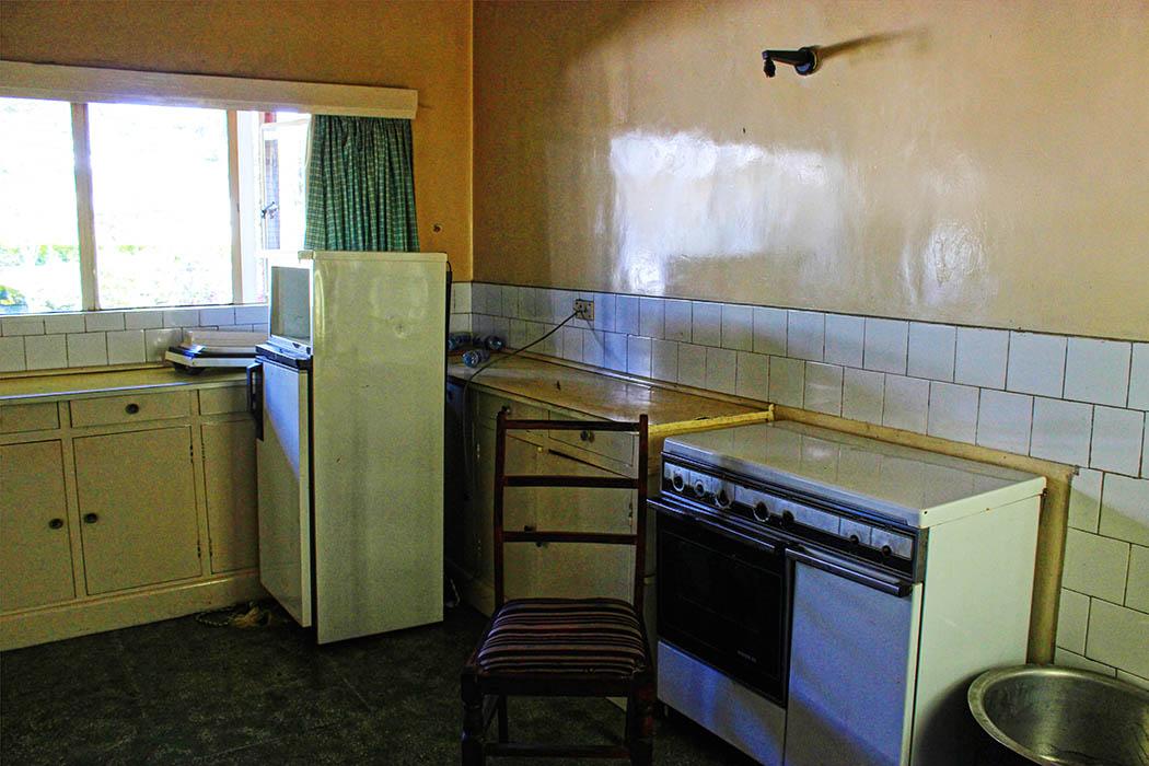 Kapsimotwa gardens_kitchen