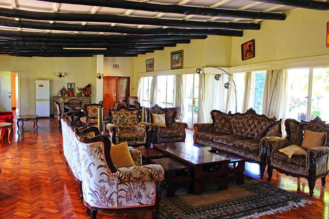 Kapsimotwa gardens_sitting room