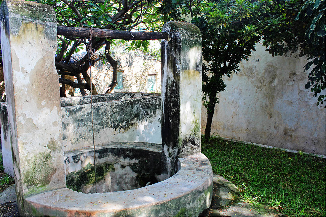 The deep well in the courtyard of the Swahili House Museum