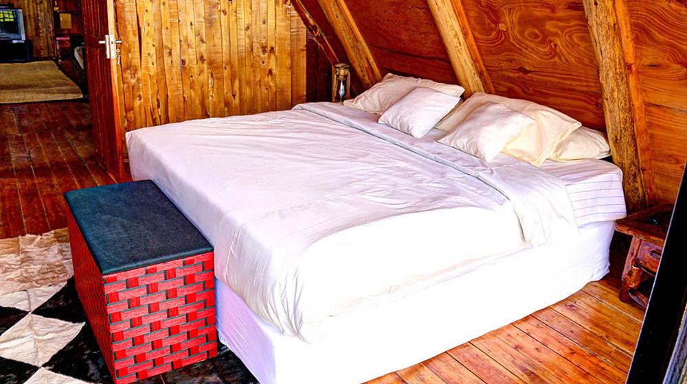 Samawati Conservancy_Deluxe cabin Master bedroom