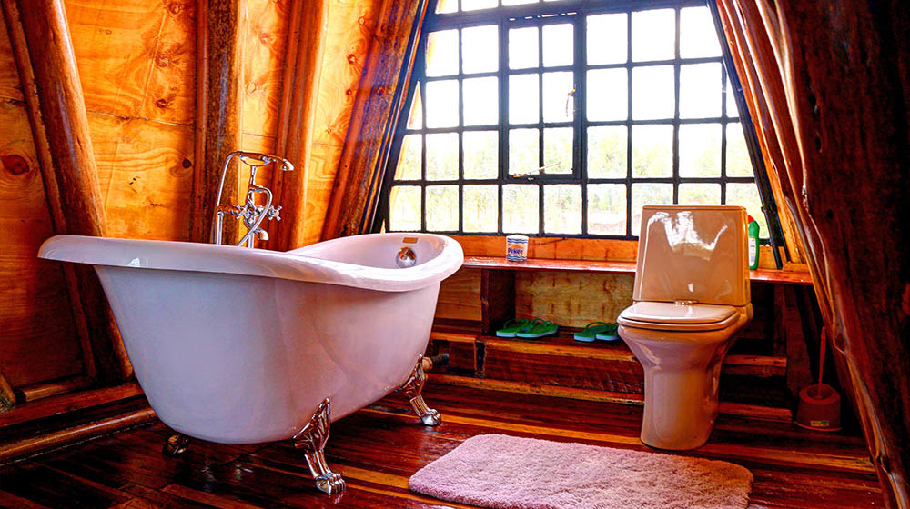 Samawati Conservancy_Deluxe cabin master bathroom