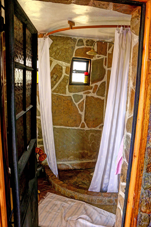 Samawati Conservancy_standard cottage shower