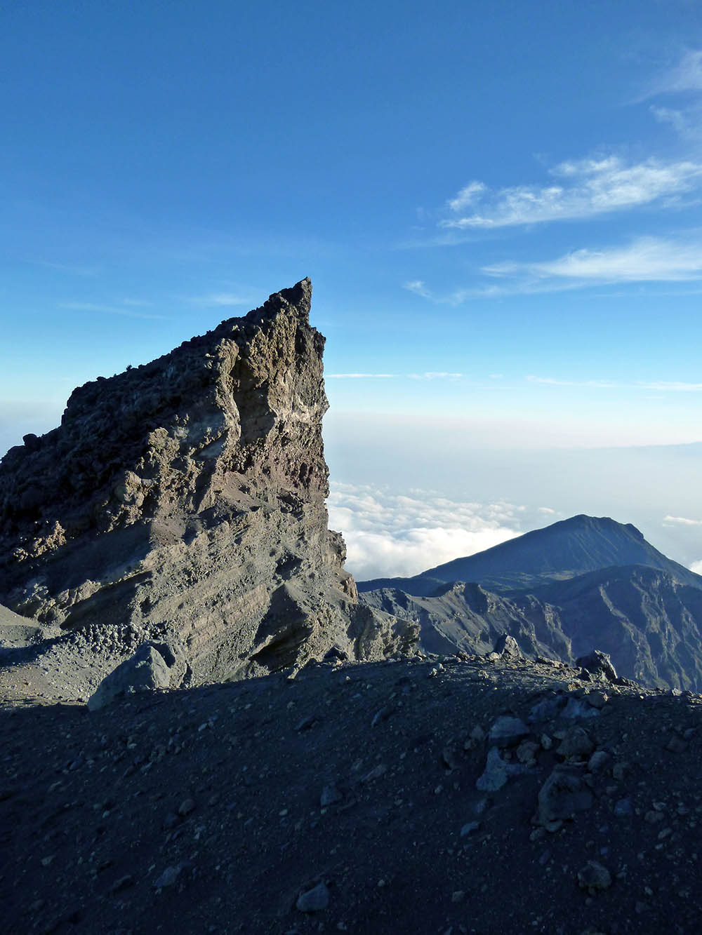 mt-meru_cliff-2