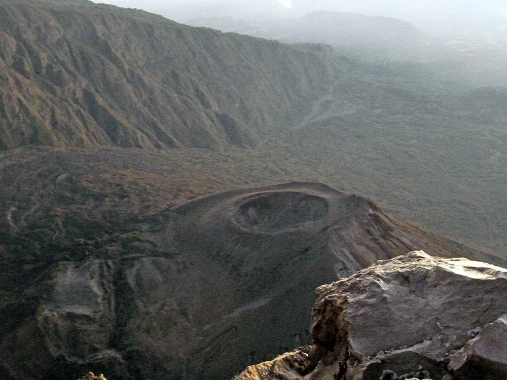 mt-meru_crater-2