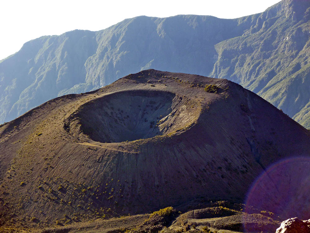 mt-meru_crater