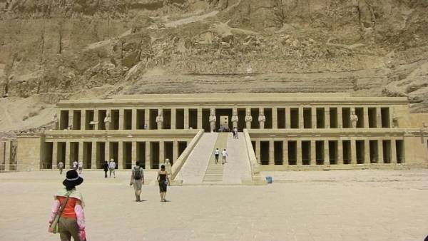 egypte-rondreis_safari-in-africa_hatjsjepsut-tempel_al-deir al-bahari-temple_01