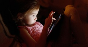 Δύο στους τρεις γονείς ανησυχούν για την ασφάλεια των παιδιών τους στο ίντερνετ