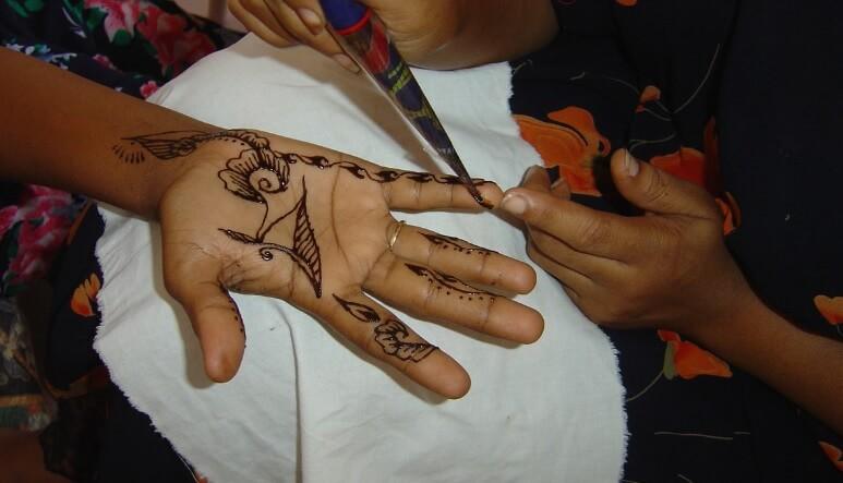 proses pembuatan henna art
