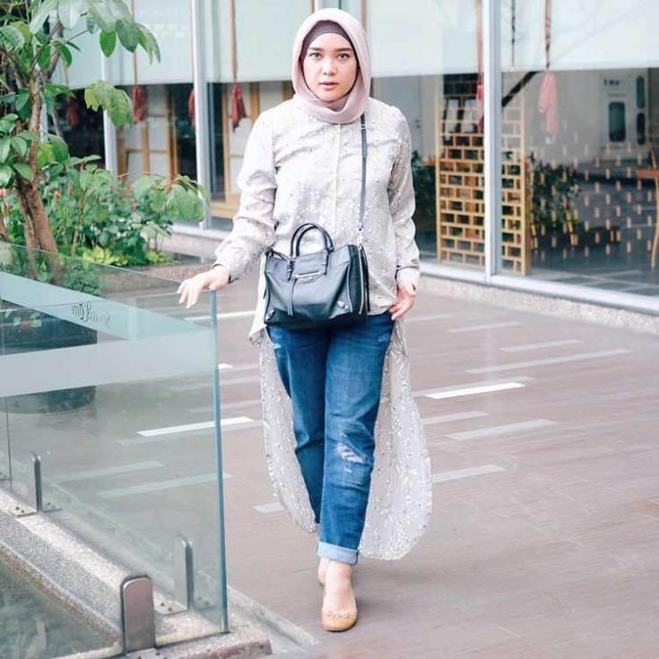 style hijab kondangan dengan jeans