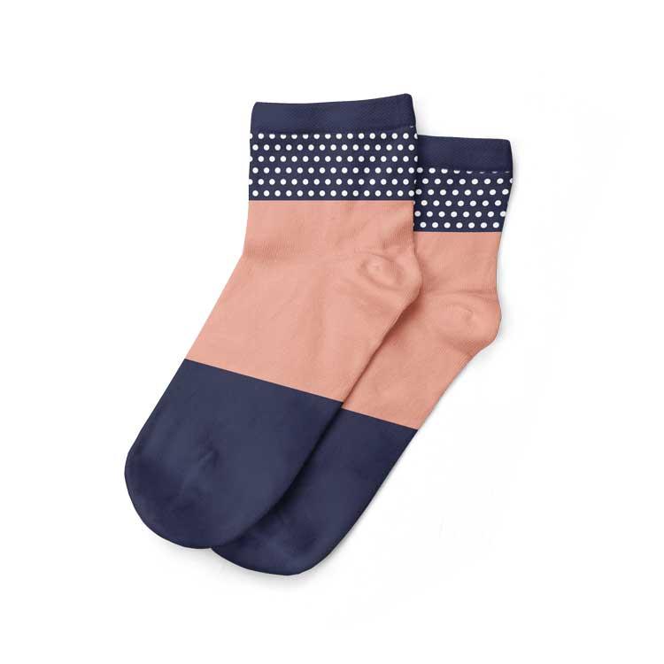 Kaos kaki pendek untuk pria tertata