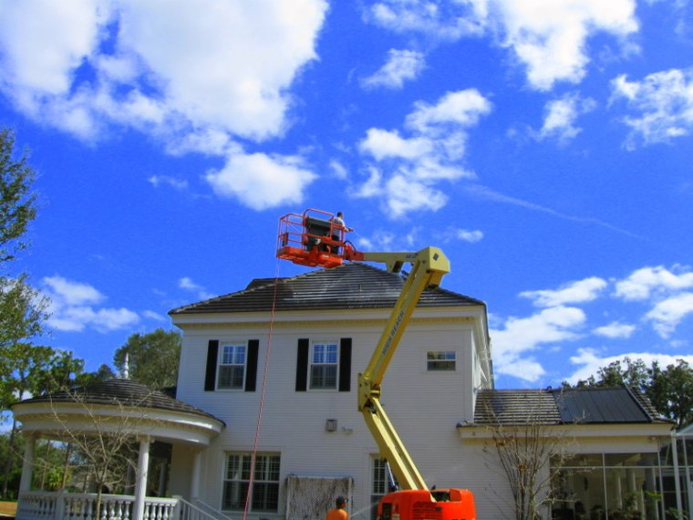 Roof Cleaning Tampa Florida Using Lift