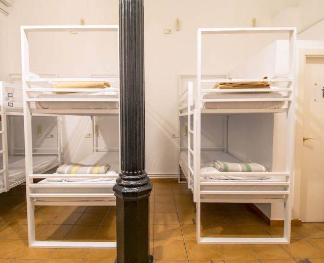 Gothic 16 Bed
