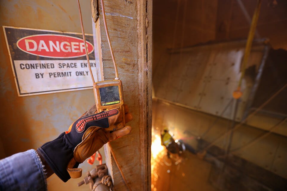 Gas monitoring for confined space