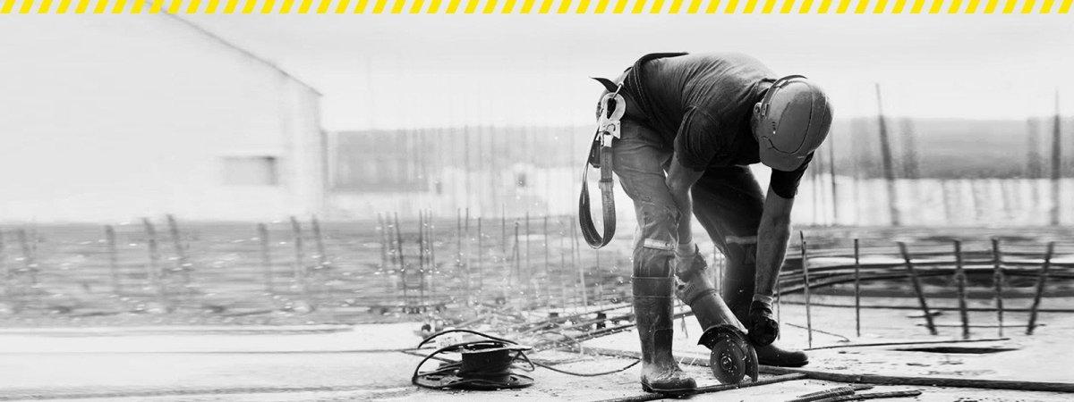 Worker-wearing-safety-gear