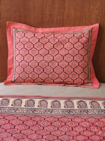 Dorm Room Decor For The Glamorous Diva Saffron Marigold
