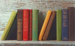 Raf üzerinde kitaplar