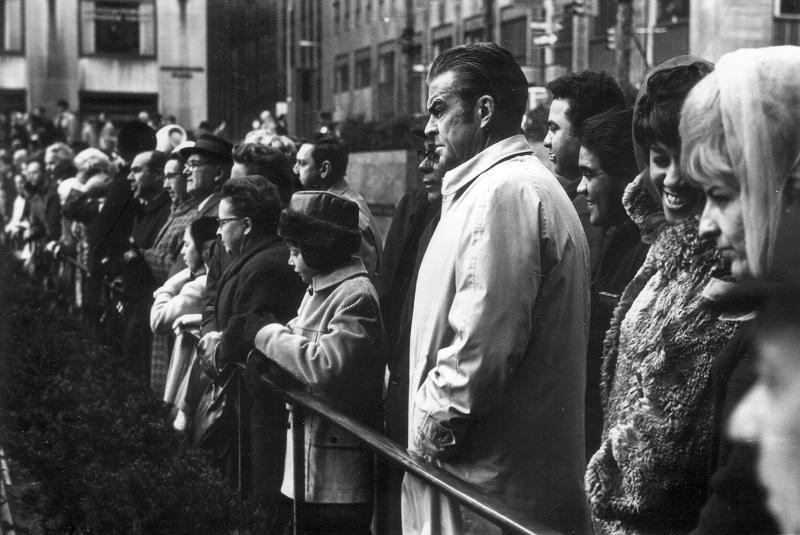Αποτέλεσμα εικόνας για man in crowd