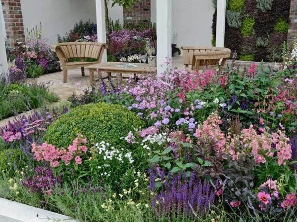 flowers for cottage style gardens Cottage garden design: plants, structure and planting tips