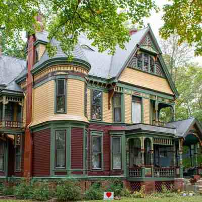 10 Dreamy Old Houses to Love