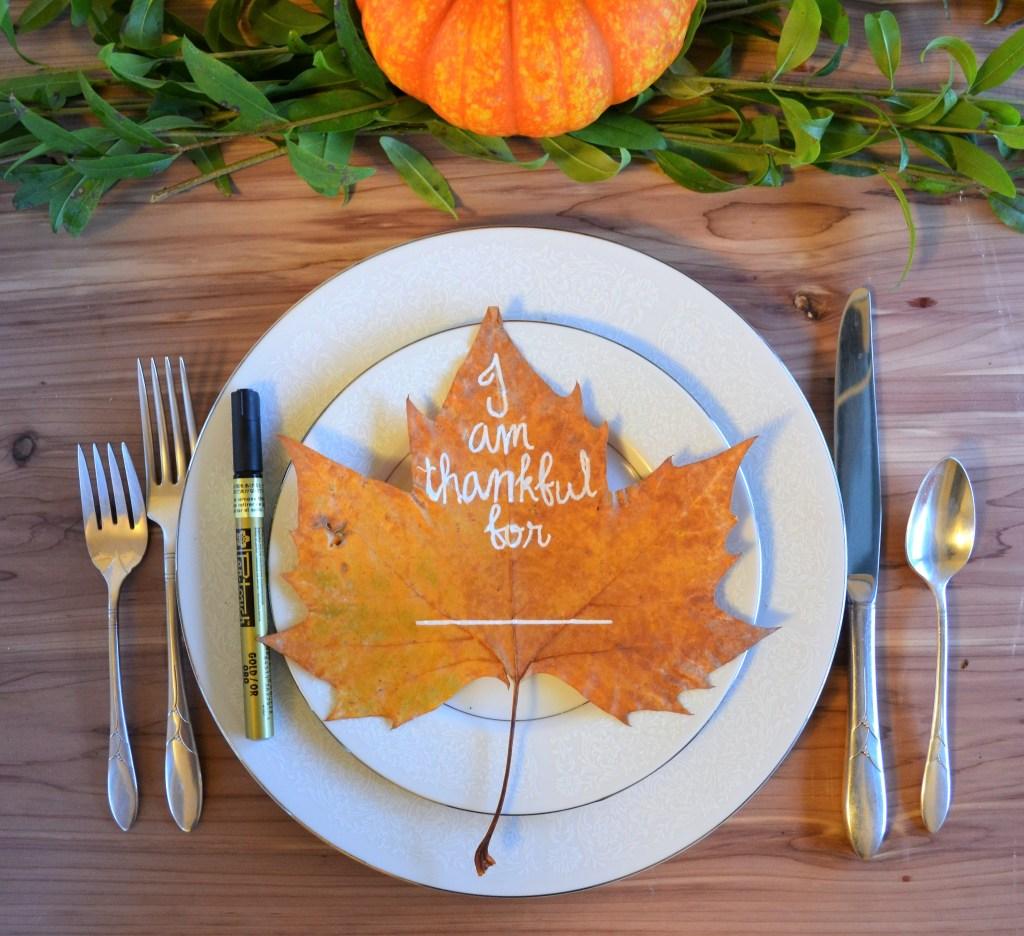 DIY Thanksgiving leaf table decor