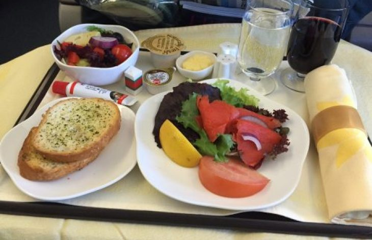 Why You Should Stop Eating Food On Planes – World Travel Expert