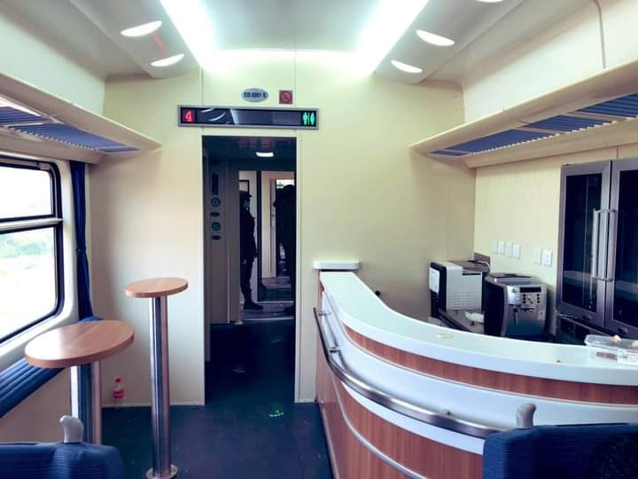 Yes, you can relax at this wonderful bar inside the Lagos - Ibadan train. You can grab a coffee, tea or snacks here. There is a but here, this bar is only accessible to passengers on executive class.