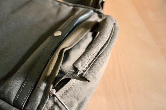 maniglia in tasca zip