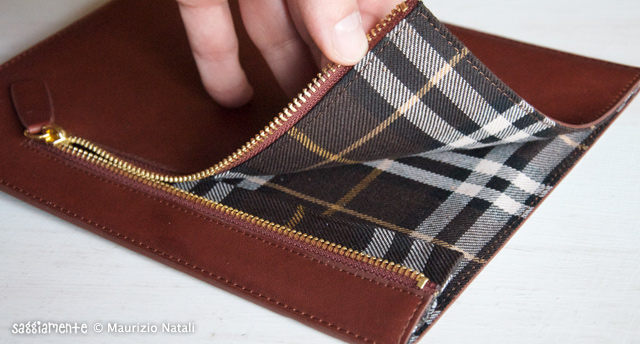 Proporta-Leather-Sleeve-iPad2-009