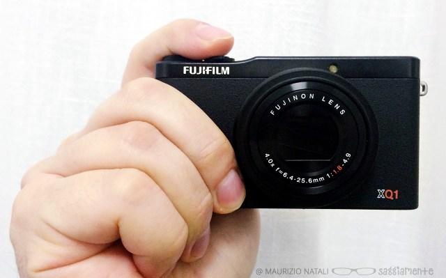 fujifilm-xq1-hand-4