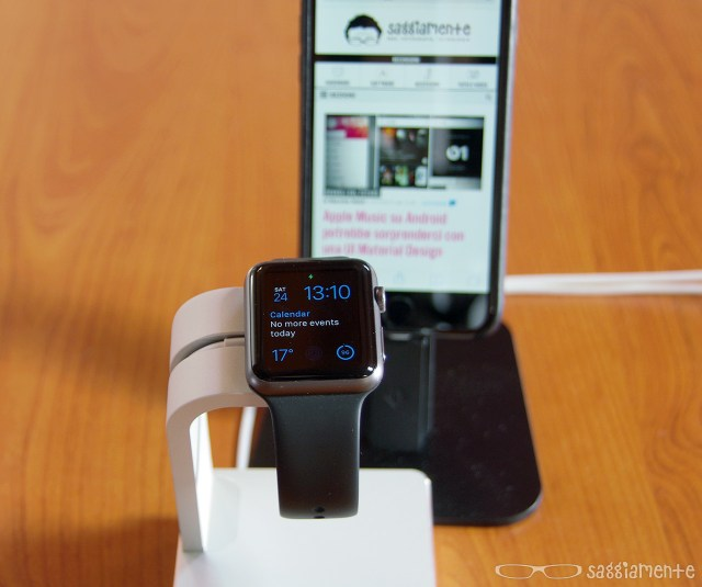watch-charging-stand-iphone-2