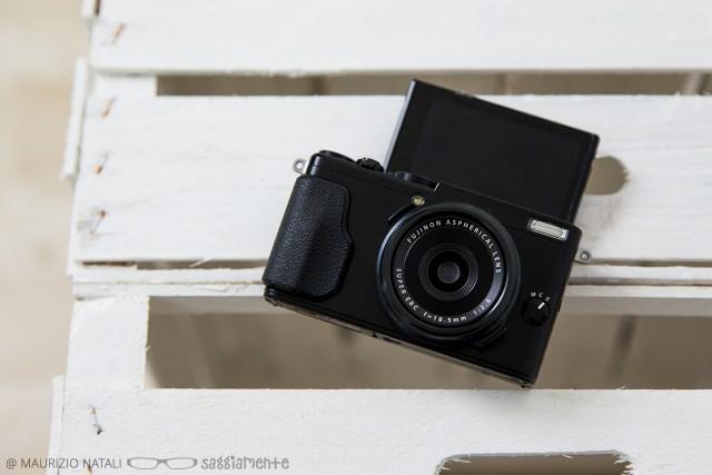 fujifilm-x70-display-selfie